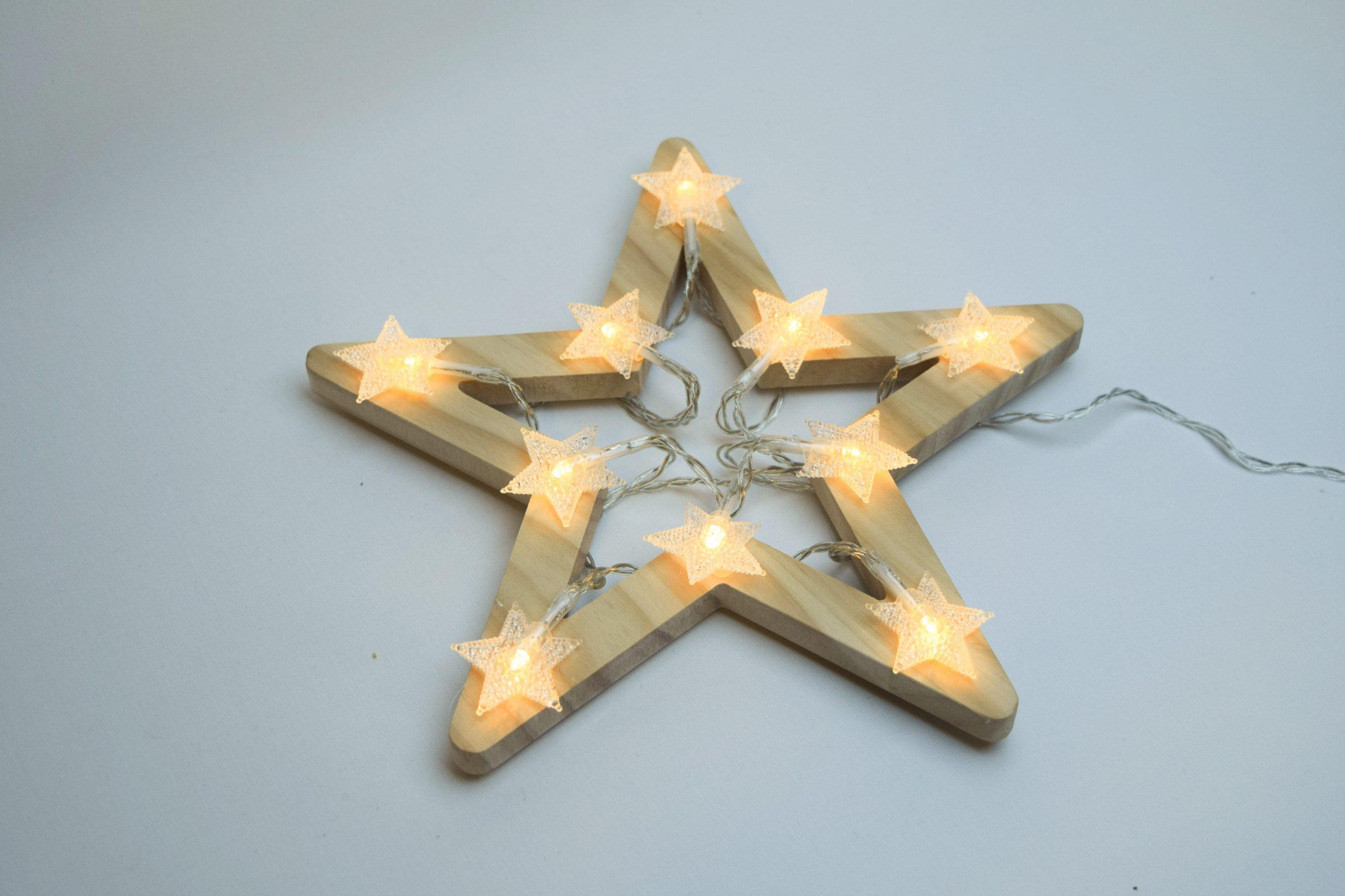 Drewniana gwiazdka z oświetleniem